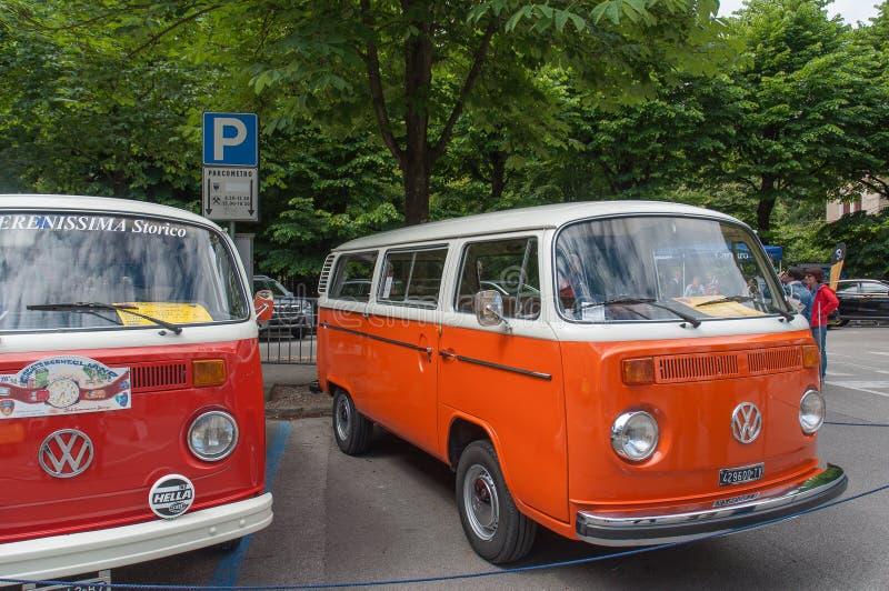 Винтажный фургон Volkswagen стоковые изображения rf