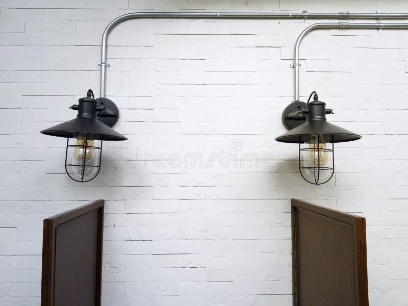 Винтажный цвет ламп стены матов-черный стоковые фото