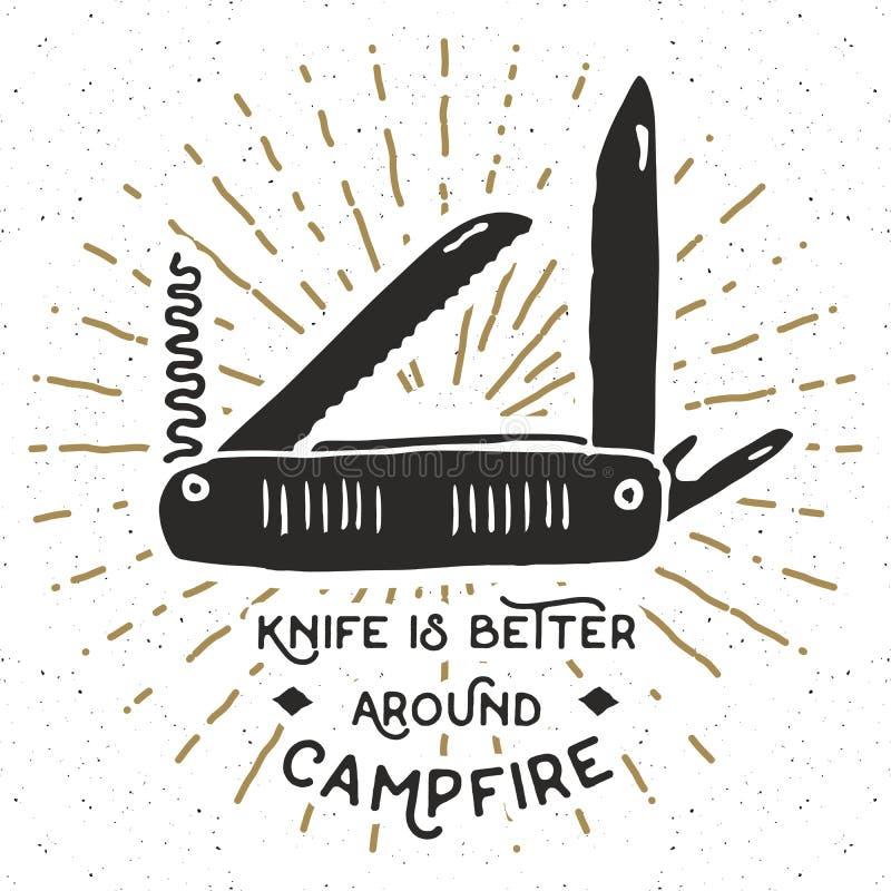 Винтажный ярлык, рука нарисованный многофункциональный карманный нож, grunge текстурировал пеший туризм и располагаясь лагерем ин иллюстрация штока