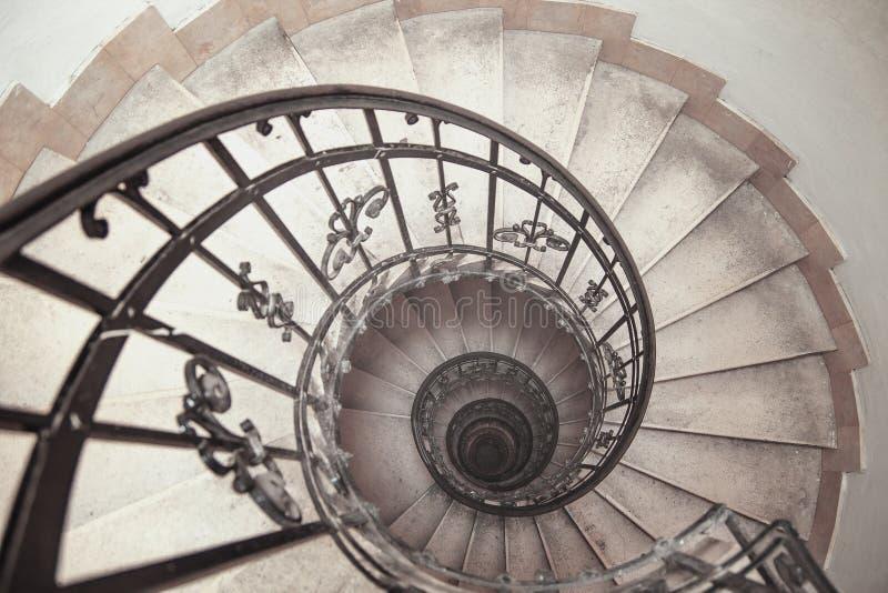 можно винтовые лестницы для фотосессий в москве например