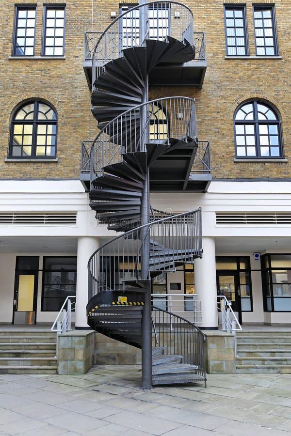 Download Винтовая лестница стоковое фото. изображение насчитывающей строя - 37930480
