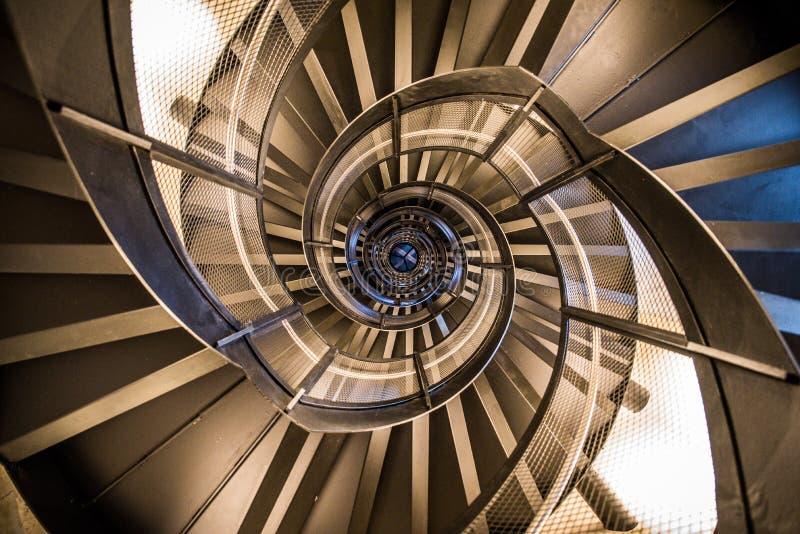 Винтовая лестница в башне - внутренней архитектуре здания стоковая фотография rf