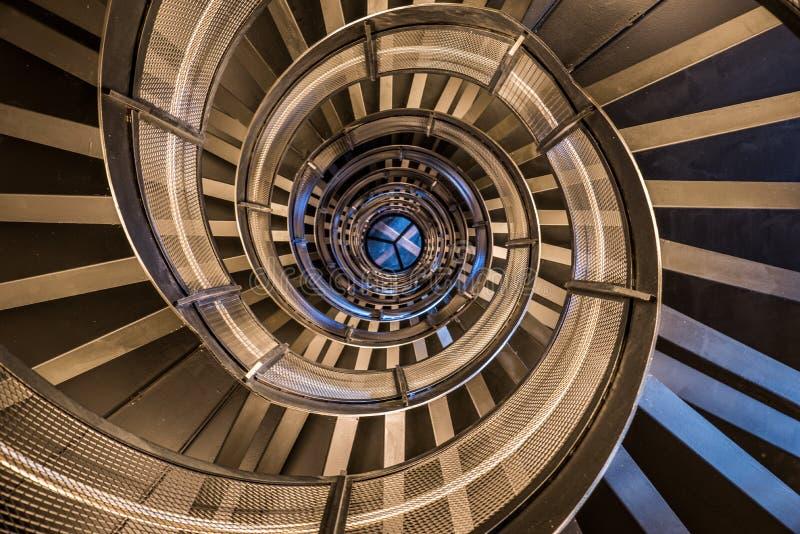 Винтовая лестница в башне - внутренней архитектуре здания стоковые фотографии rf