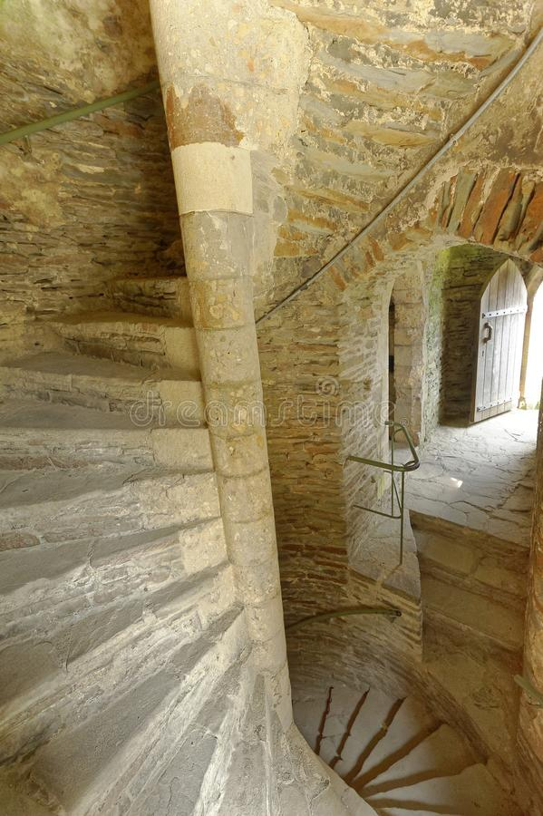 Винтовая лестница в старом замке Вход Кардиффа каменный стоковые изображения