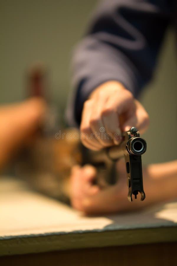 Винтовка оружия чистки оружейника - советский пулемет стоковое изображение rf