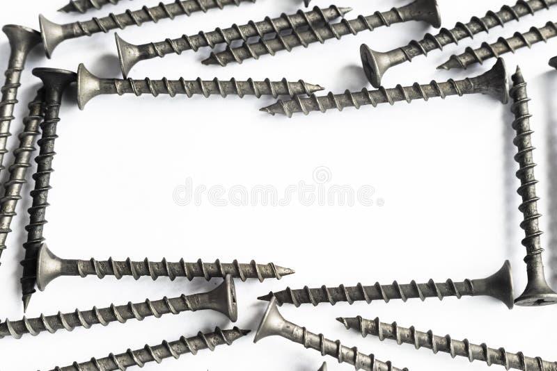 Винты собственной личности выстукивая на белой предпосылке стоковые изображения rf