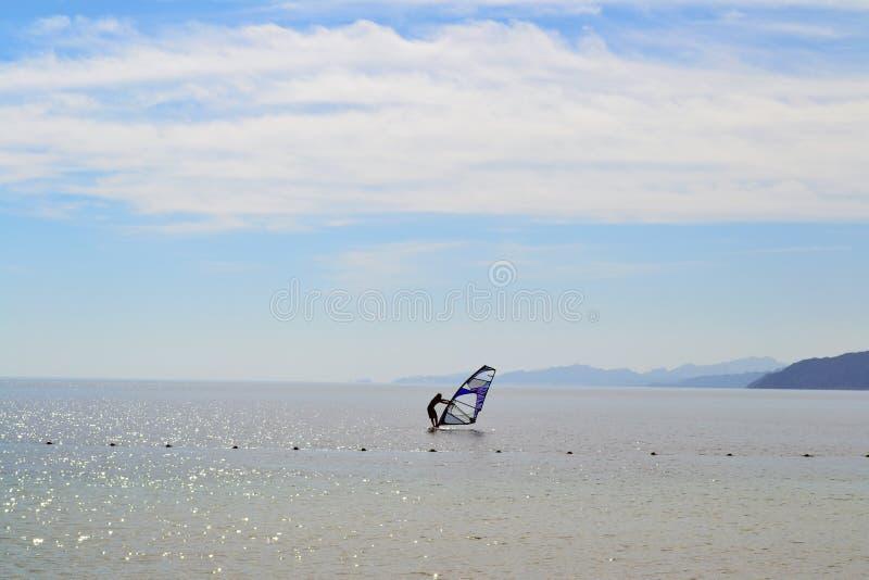 Виндсерфинг - Египет - Dahab - небо - море - день стоковое фото