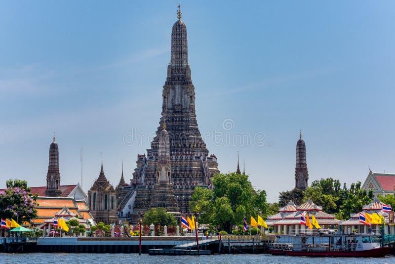 Висок Бангкока, Таиланда, марта 2013 Wat Arun и башни стоковые фотографии rf