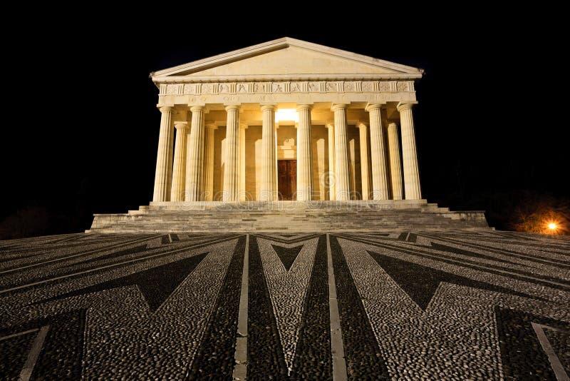 Висок взгляда ночи Canova колонки римские стоковое фото rf