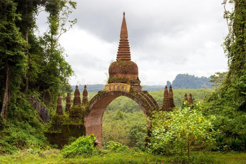Висок в джунглях Таиланде стоковое фото