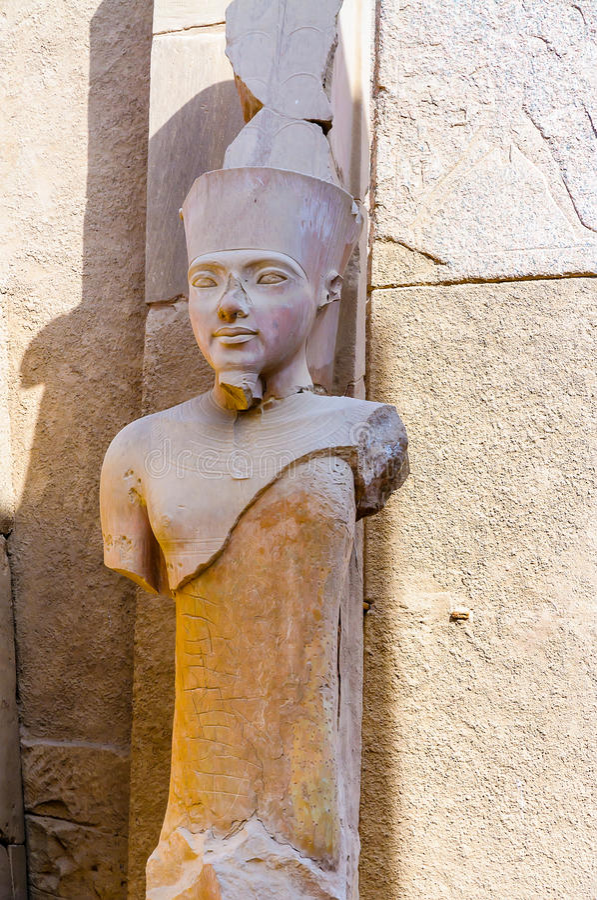 Висок в Луксоре, Египет Karnak. Статуя Ра Amun стоковые изображения