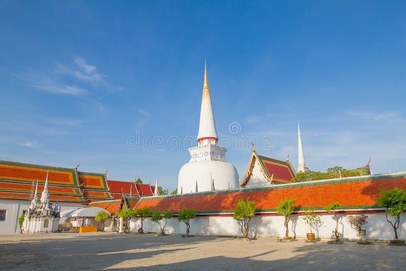 Висок в Nakornsrithammarat, к югу от Таиланда, на ясной предпосылке голубого неба стоковое фото