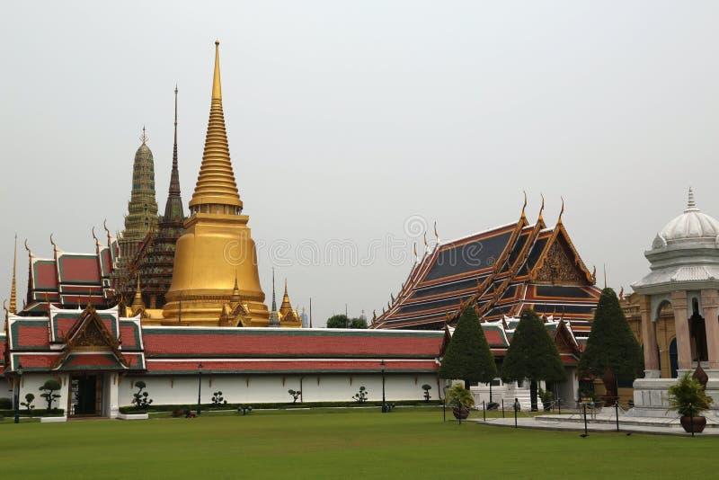 Висок изумрудного Будды в Бангкоке, Таиланде стоковые изображения rf