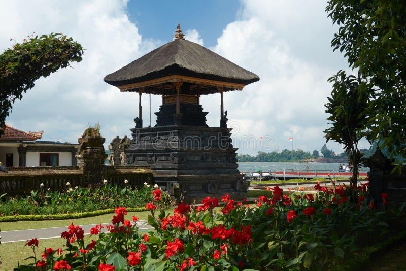 Висок на территории привлекательностей озера Batur в Бали, Индонезии стоковые изображения rf