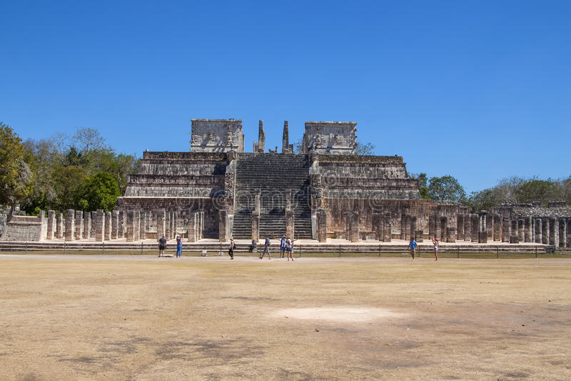 Висок ратников на Chichen Itza, Юкатане, Мексике стоковые изображения