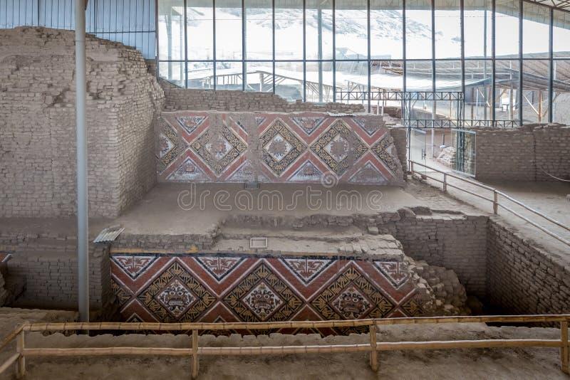 Висок Солнця (Huaca del Sol) Большой исторический висок самана от культуры Moche стоковые изображения rf