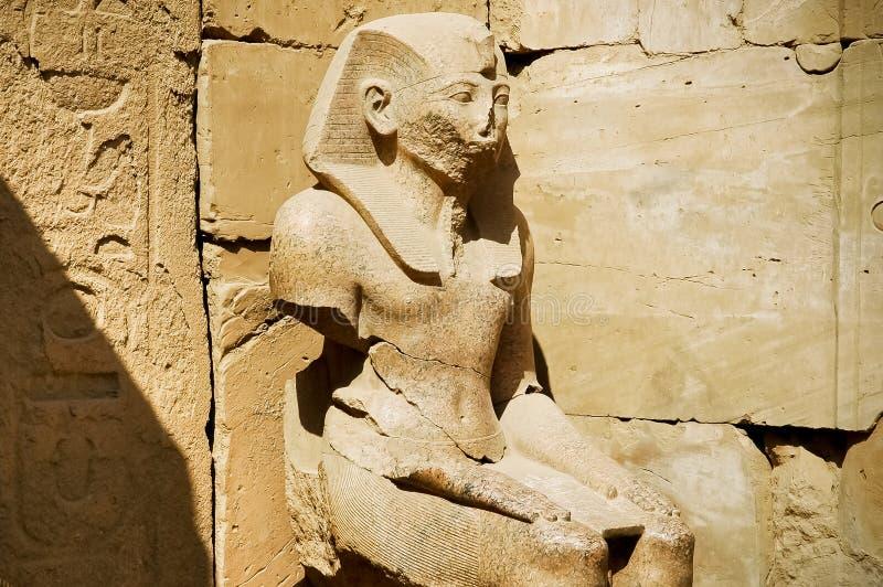 висок статуи ramses karnak стоковая фотография rf