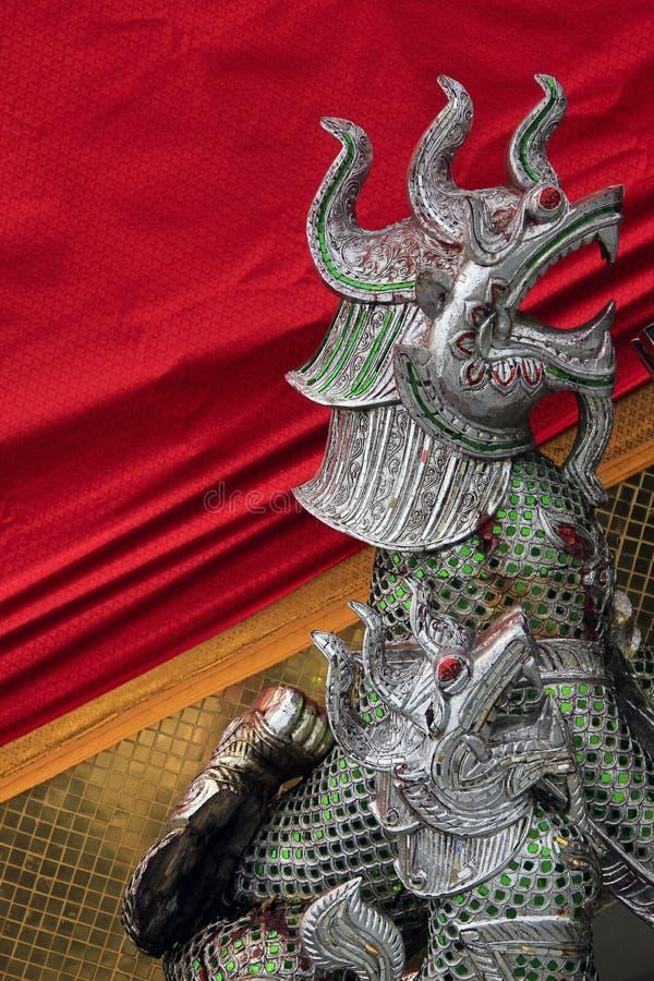 висок Таиланд держателя bangkok золотистый стоковые изображения rf