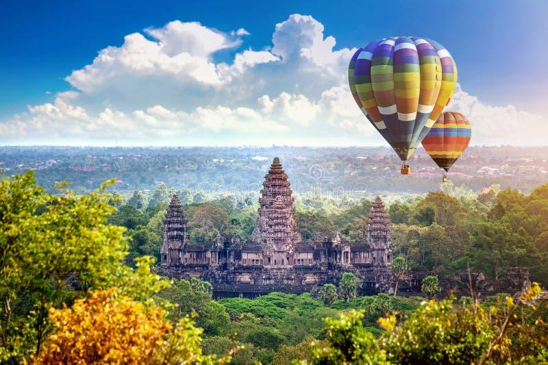 Висок Angkor Wat с воздушным шаром, Siem Reap стоковая фотография