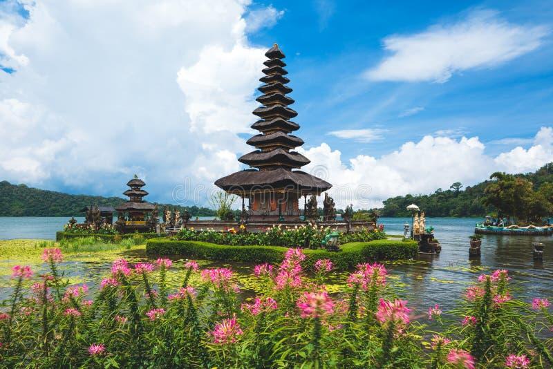Висок danu ulun Pura bratan в Бали Озеро Beratan, Бали, Индонезия стоковое изображение