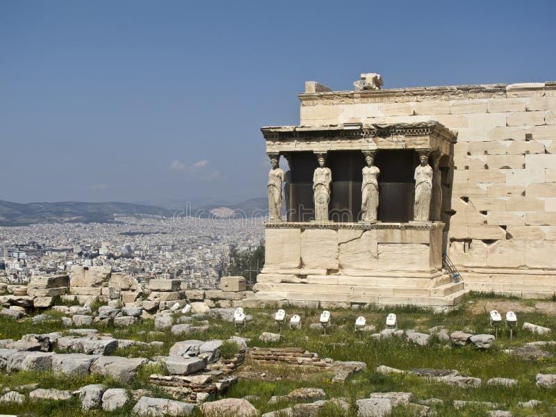 висок erechtheion caryatids athens акрополя стоковые изображения