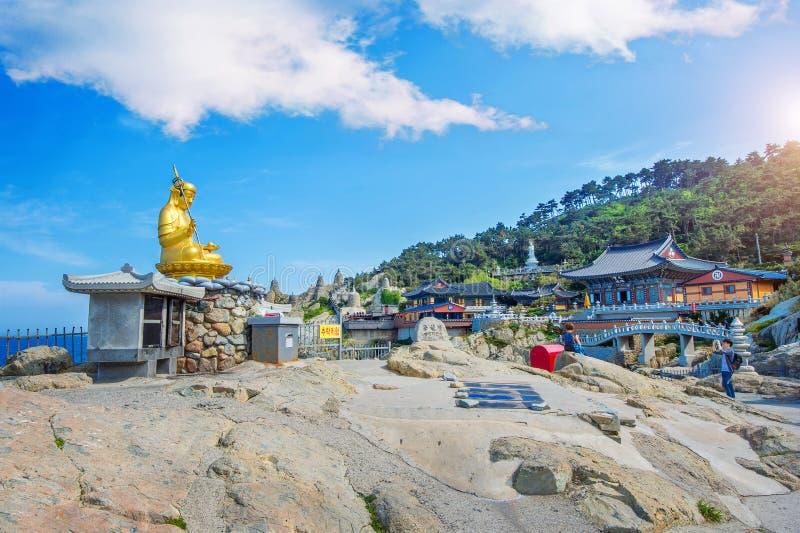 Висок Haedong Yonggungsa в Пусане, Корее стоковое изображение rf