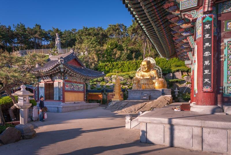 Висок Haedong Yonggungsa в Пусане, Южной Корее стоковые изображения rf