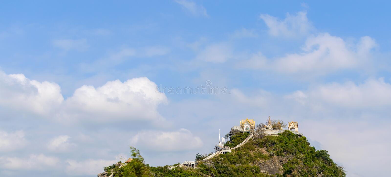 Висок Khao Takiab горы Khao Takiab также известной как гора обезьяны или гора палочки, район Hua Hin, Prachuap Khiri стоковое изображение