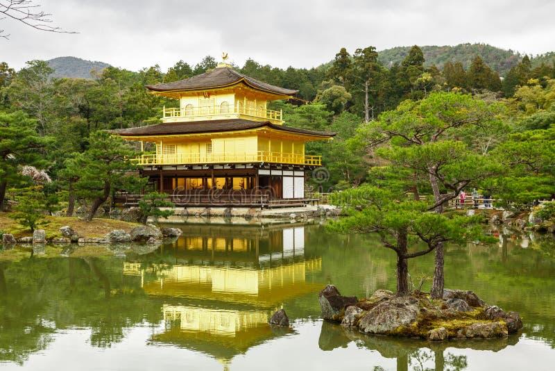 Висок Kinkaku-Ji в Киото стоковое фото