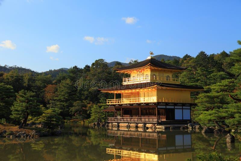 Висок Kinkaku-ji золотистого павильона стоковые изображения rf