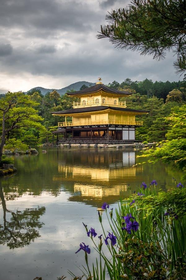 Висок Kinkaku-ji золотой, Киото, Япония стоковое изображение