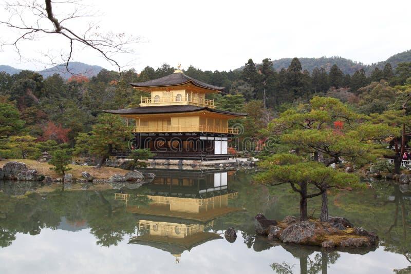 Висок Kinkaku-ji, Киото, Япония стоковые изображения rf