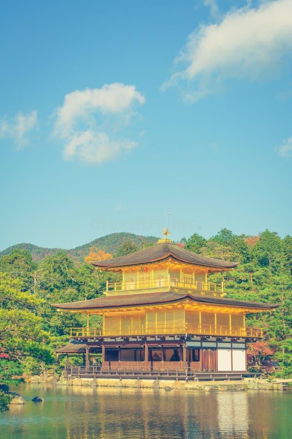Висок Kinkakuji золотой павильон в Киото, Японии (фильтре стоковая фотография rf