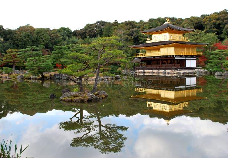 висок kinkakuji японии стоковые изображения rf