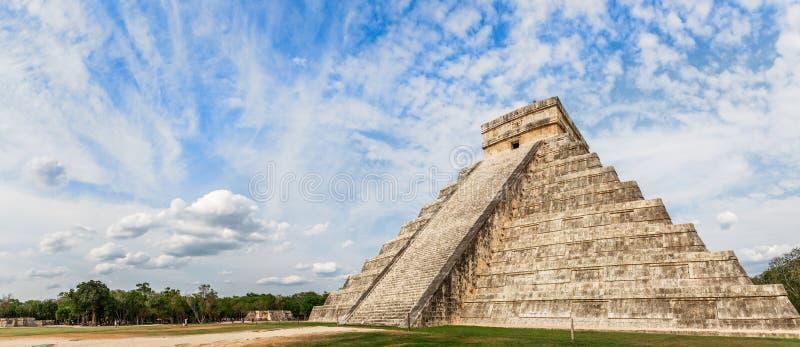 Висок Kukulcan или замок, центр археологических раскопок Майя Chichen Itza, Юкатана, Мексики стоковое изображение