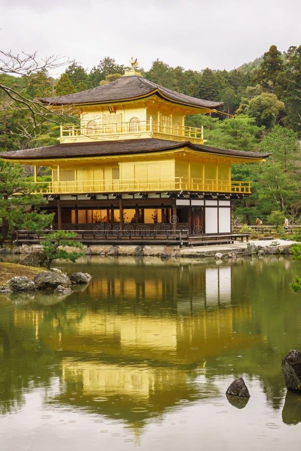 висок kyoto kinkaku ji стоковые фотографии rf