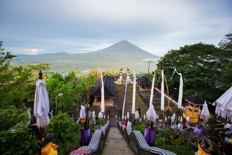 Висок Lempuyang Luhur на Бали в Индонезии стоковые фотографии rf