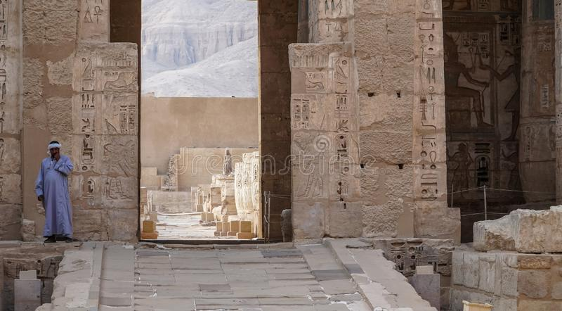 Висок Medinet Habu Египет, Луксор Висок покойницкой Ramesses III на Medinet Habu важный новый период королевства стоковая фотография rf