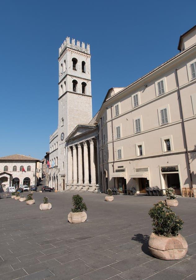 Висок Minerva в аркаде del Comune в Assisi, Италии стоковые фотографии rf