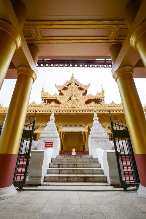 Висок paya Kyauktagyi или золотой монастырь дворца в Мандалае, Мьянме стоковая фотография