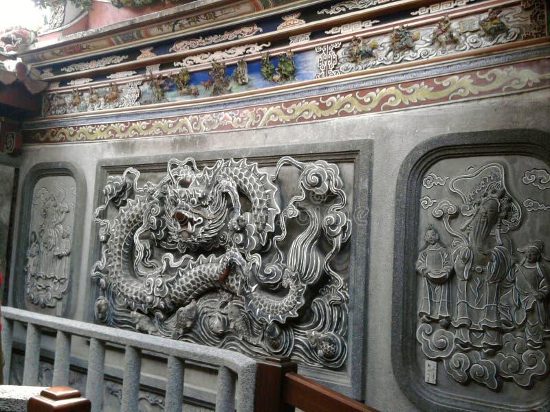 """Висок Peitian - задняя зала патио """"дракон высекая стену """" стоковая фотография"""
