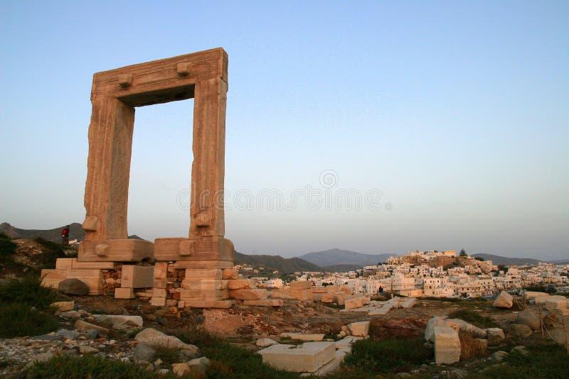 висок portara naxos острова apollo стоковая фотография