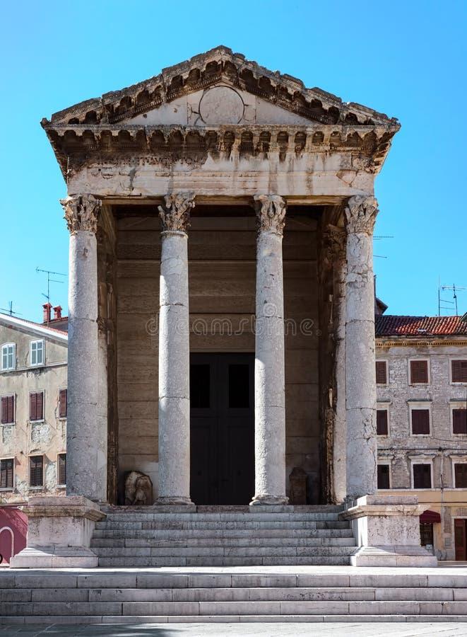 Висок Roma и Augustus стоковое изображение
