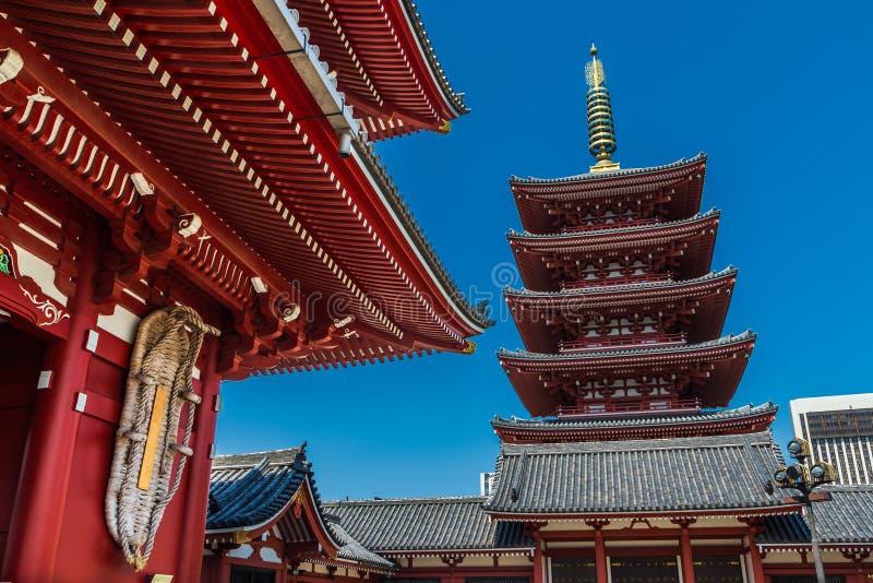Висок Sensoji и пагода 5 рассказов в Asakusa, Токио, Японии стоковая фотография
