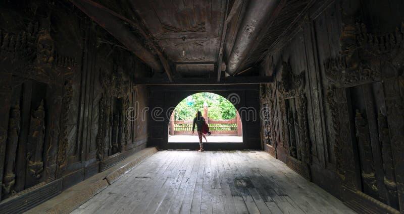Download Висок Shwenandaw Kyaung, исторические здания в Мандалае Стоковое Изображение - изображение насчитывающей древесина, традиционно: 40590505