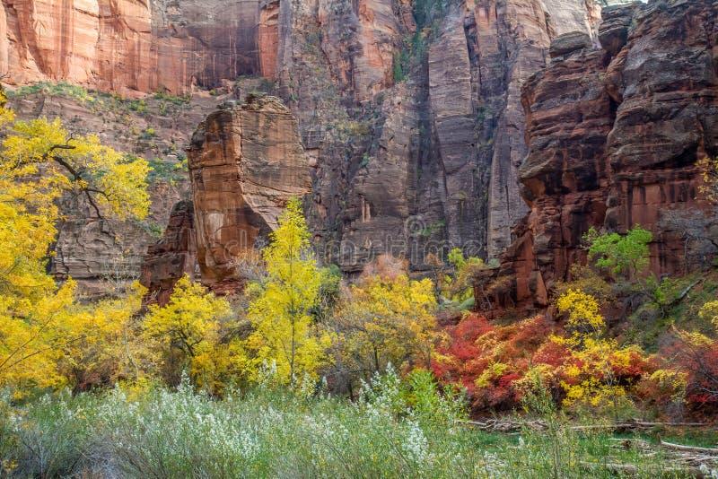 Висок Sinawava в осени стоковые фото