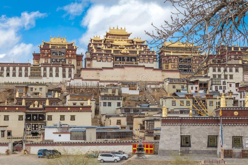 Висок Songzanlin также известный как монастырь Ganden Sumtseling стоковая фотография
