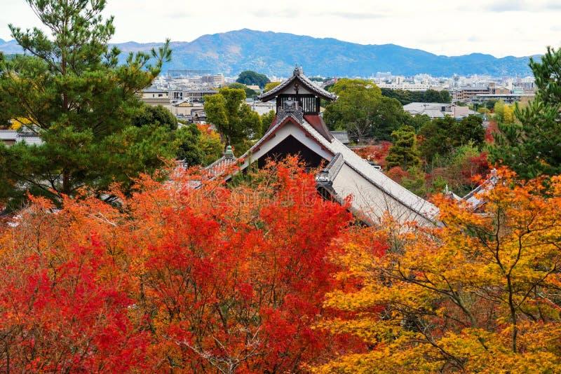 Висок Tenryu-ji с цветом лист осени, Arashiyama стоковая фотография
