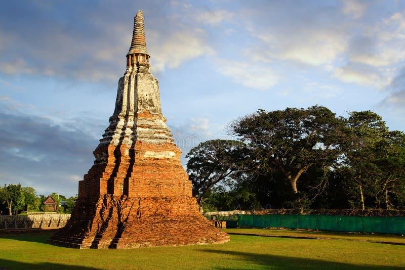 Download Висок Wat Chai Watthanaram. Ayutthaya Стоковое Изображение - изображение насчитывающей вечер, ведущего: 37928969