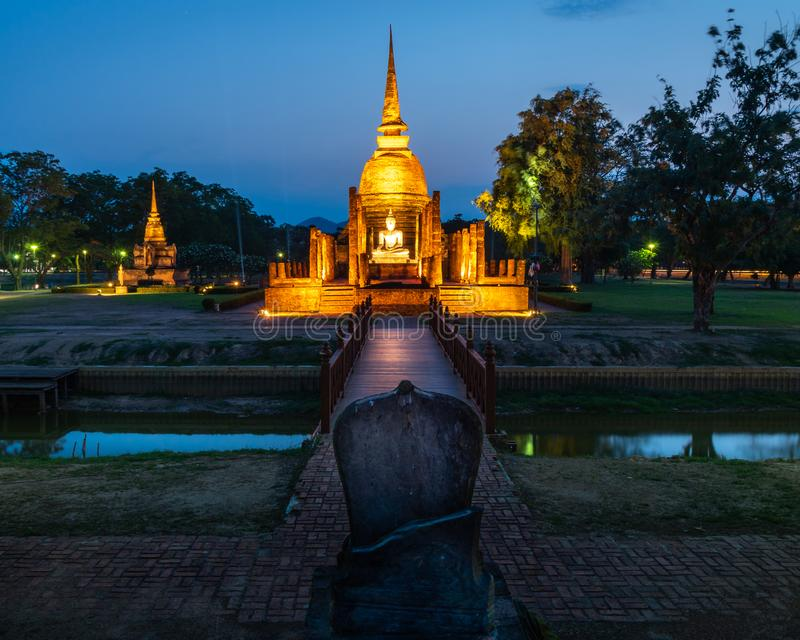 Висок Wat Mahathat на историческом парке в Sukhothai в Таиланде стоковая фотография